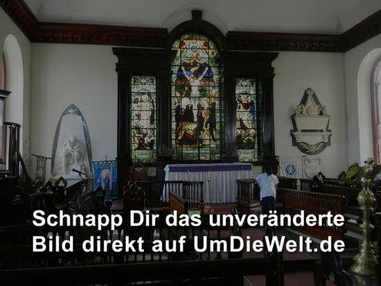 In der St-James-Kirche, Altar ...
