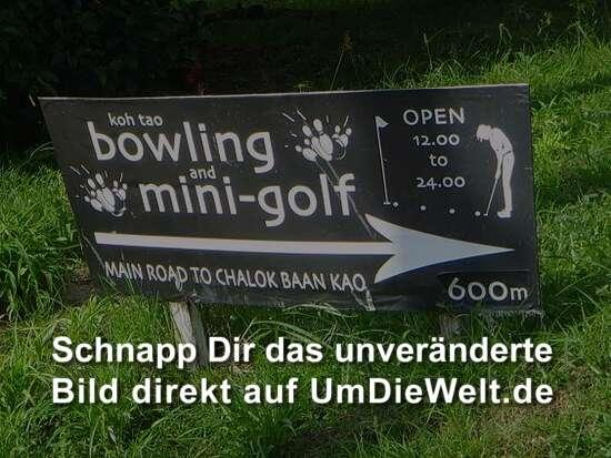 "Ja, Bowlen waren wir auch schon! Ratet mal wer verloren hat?!  ""Nico, why don't you try to hit the pin??"""