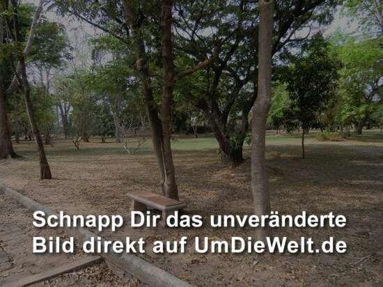 ein weitläufiger Park empfängt uns