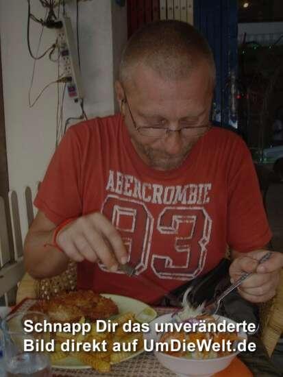 Wiener Schnitzel mit Pommes und der Bibo ist Salat....tztz....aber köstlich !!!!