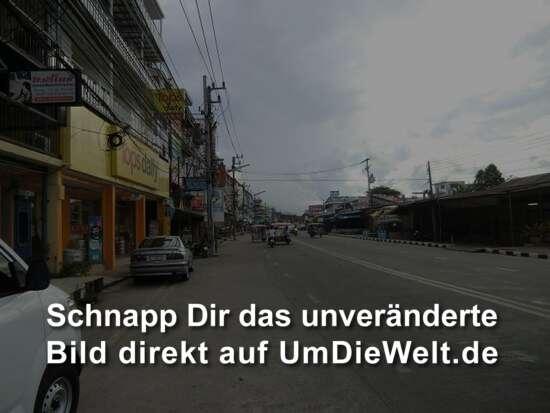 morgendlich leere Straßen in Ban Phe