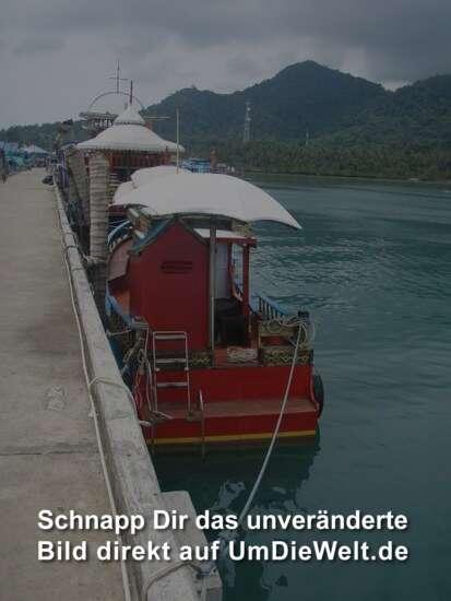 Ausflugsboote im Hafen von Bang Bao