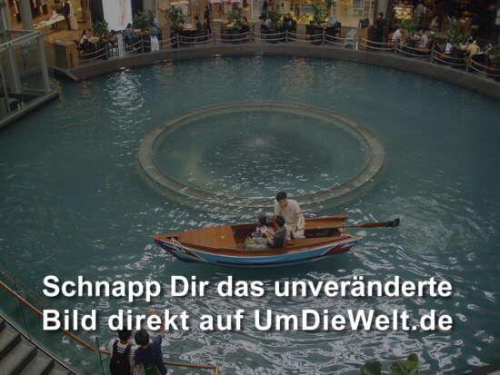 ...selbst mit dem Boot kann man hier fahren...das haben die in Dubai nicht geschafft...