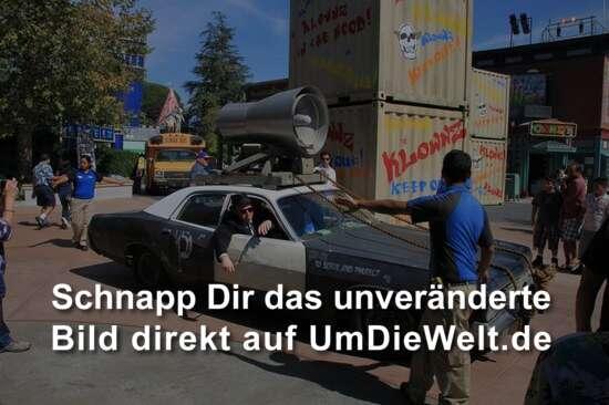 Nach der show fuhren die blues brohers mit viel tamtam im polizeiauto