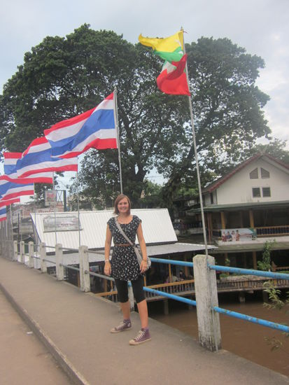 links in Myanmar und rechts in Thailand